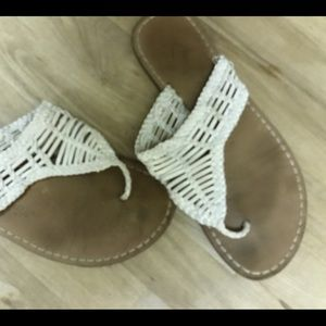 American eagle thong toe sandals, size 8